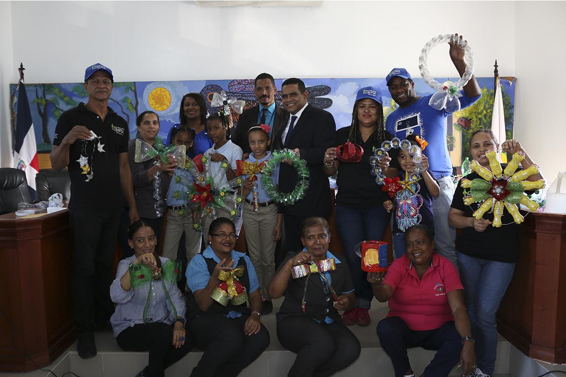 Alcaldía de Bonao y Plan Dominicana Limpia auspician taller de reciclaje artístico