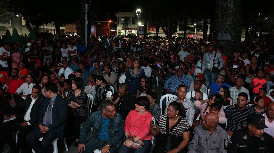 Histórica inauguración de las luces navideñas del Parque Duarte de Bonao