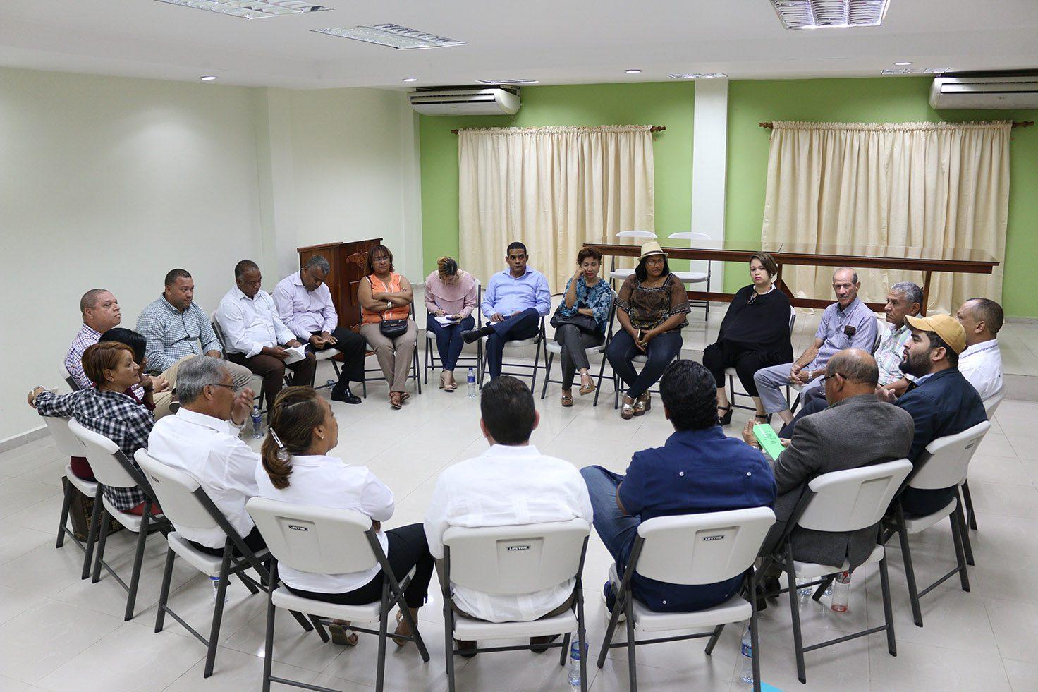 Autoridades y dirigentes comunitarios realizan encuentro para resolver problemas de los límites territoriales de Juma y Bonao