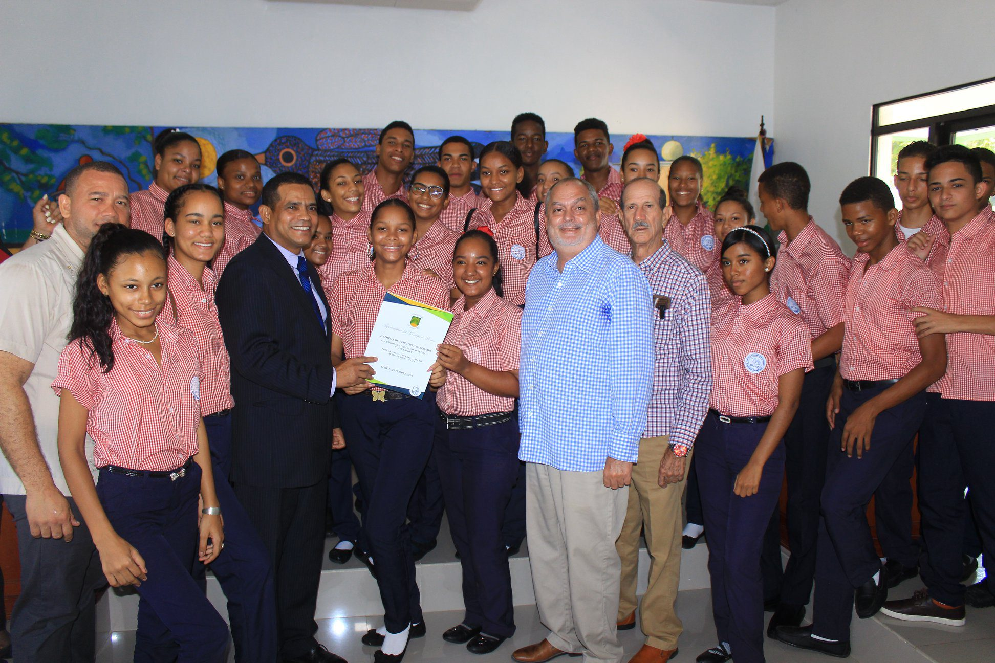 Alcalde Darío Rodríguez en apoyo de la educación