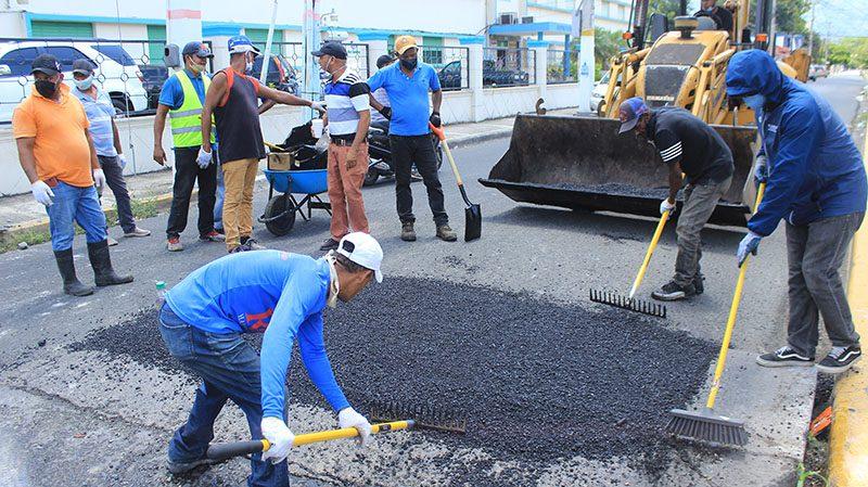 Alcaldía de Bonao inicia amplio operativo de bacheo en distintas calles de la ciudad