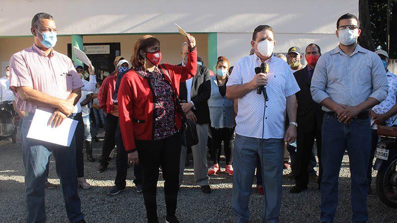 Alcalde Eberto Núñez encabeza amplio operativo de limpieza en distintos sectores de Bonao